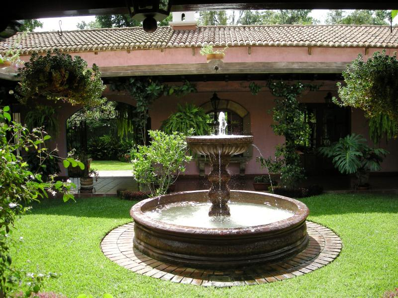 Courtyard - Colonial Villa and guest house with pool - Antigua Guatemala - rentals