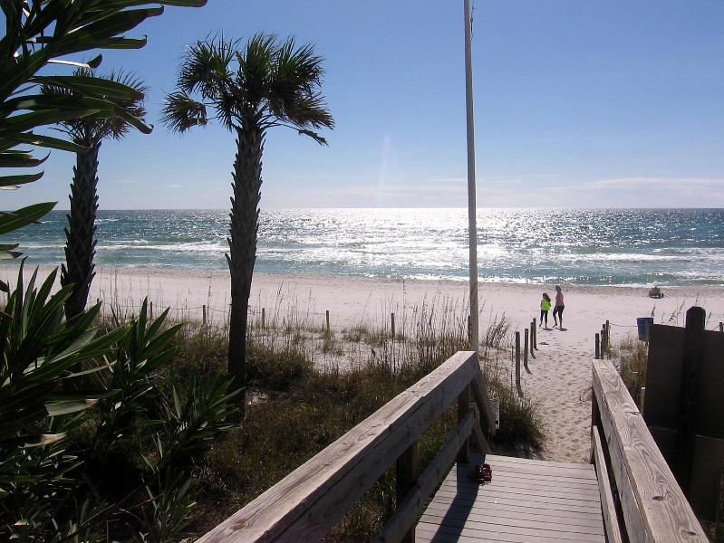 Entrance to the Beach - BEST DEAL IN TOWN. 3 MINUTES WALK TO THE BEACH.  WIFI, CABLE - Panama City Beach - rentals