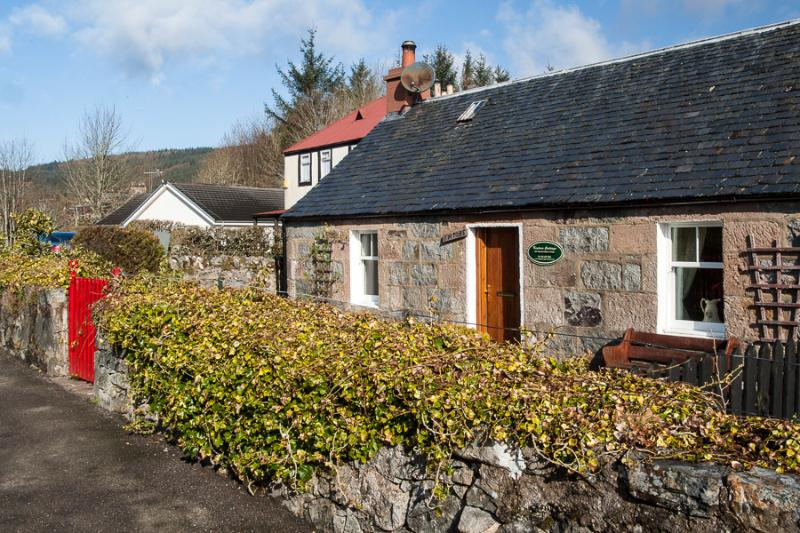 Kintore Holiday  Cottage Fort Augustus, Loch Ness - Image 1 - Fort Augustus - rentals