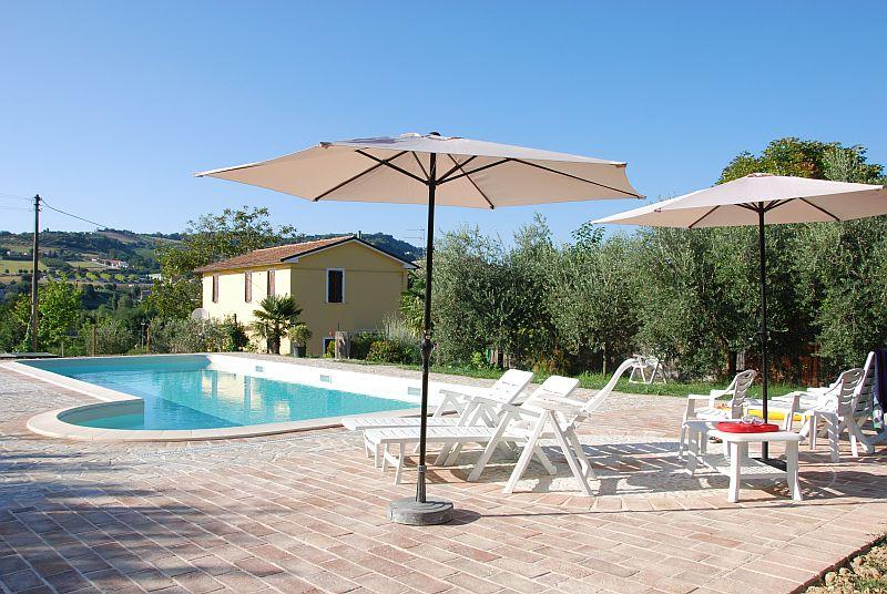 Pool area with great view on the  vignards hills sorrounding - Agriturismo Il Melograno - Maiolati Spontini - rentals