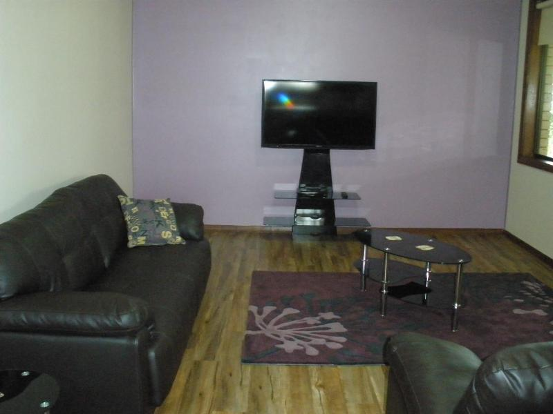 Casual living / group area - Benalla, Apartment 3 bedroom accom, Holiday - Benalla - rentals