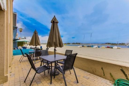 Building is located directly on Mission Bay. Private patio and view North. - Anne's Bayfront Beach House in Quiet South Mission Beach - Pacific Beach - rentals