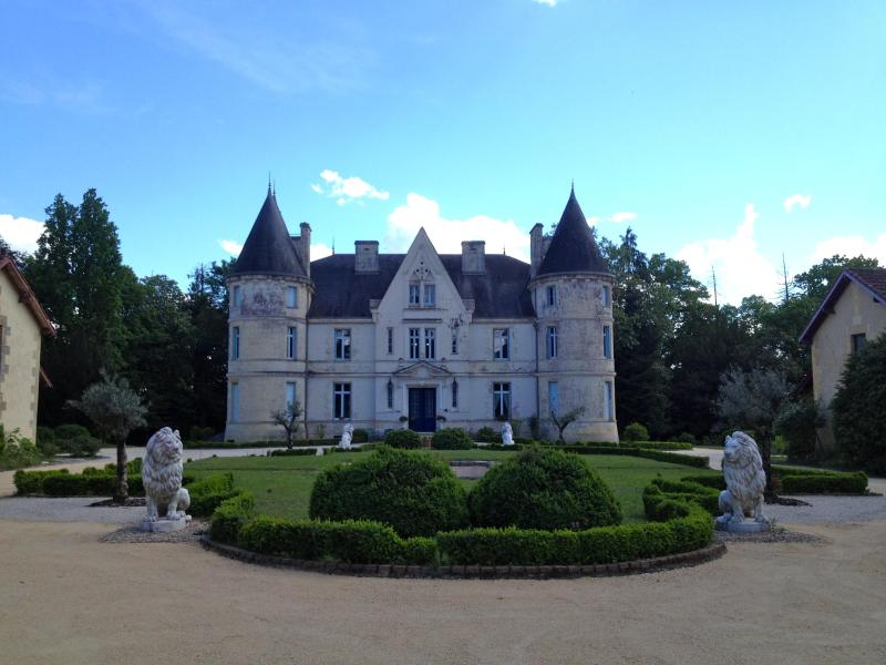entrance to the castle and the park - CHATEAU de LESTAUBIERE: PERIGORD DORDOGNE BERGERAC - Douville - rentals