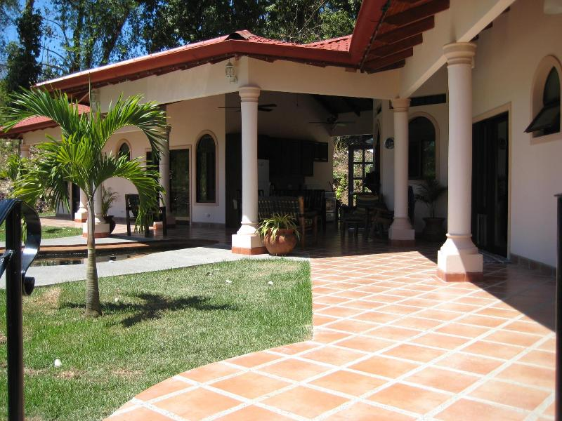 walking in - Casa Del Sol - Large 4 master bedroom villa, cool - Ojochal - rentals