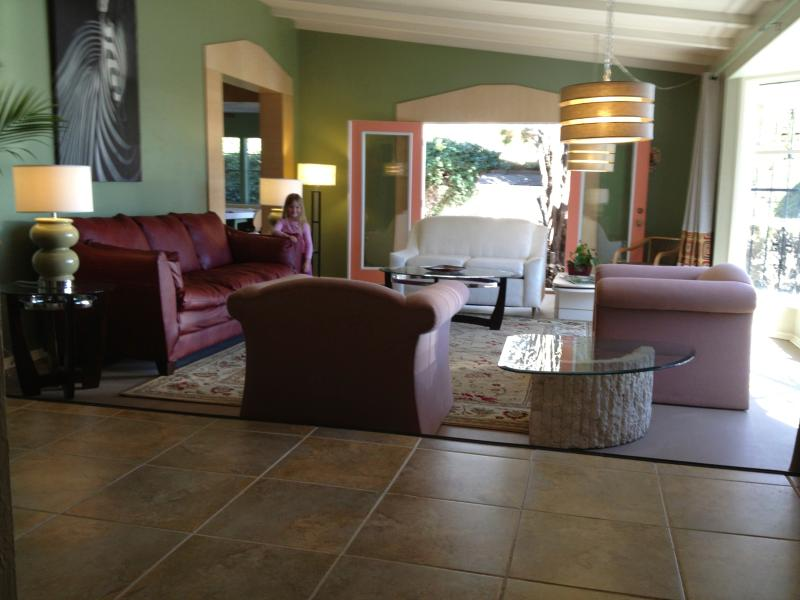 Living Room - PARQHOUSE - Meet • Play • Entertain -Family&Groups - Albuquerque - rentals