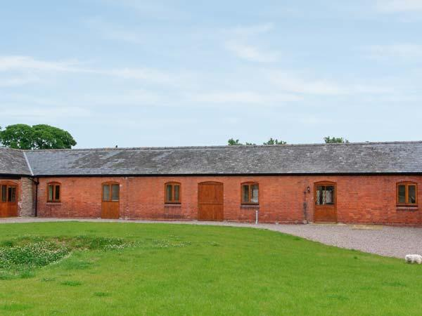 THE GRANARY, single-storey luxury barn conversion with hot tub, woodburner, games barn, Alberbury Ref 15916 - Image 1 - Shropshire - rentals