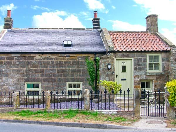 HOLLY TREE COTTAGE, stone cottage with woodburner, underfloor heating, luxury bathroom, close good inn, Aislaby Ref 25346 - Image 1 - Aislaby - rentals