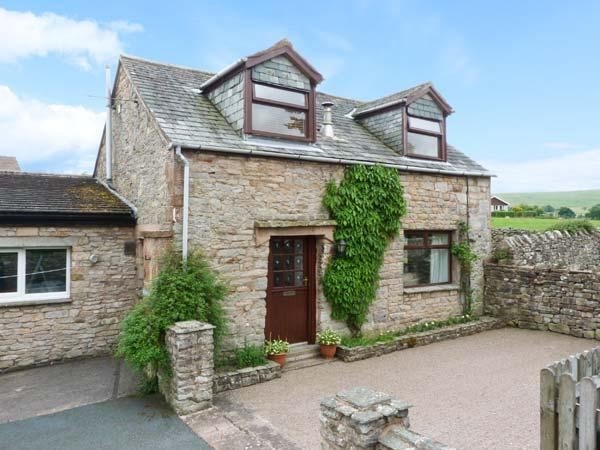 MEWS COTTAGE, cosy cottage with open fire, walled garden, close Ullswater in - Image 1 - Pooley Bridge - rentals