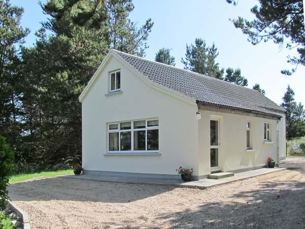 CARNA CHALET, en-suite facilities, close to the coast, open plan accommodation - Image 1 - Carna - rentals