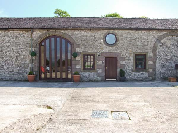 NUMBER 4, pet-friendly cottage, working farm, country setting, easy access Peak District, Biggin Ref 26452 - Image 1 - Derbyshire - rentals