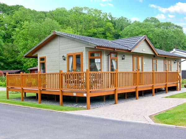 PEACE, family-friendly, detached lodge, close to beaches in Stepaside, Ref 27019 - Image 1 - Stepaside - rentals