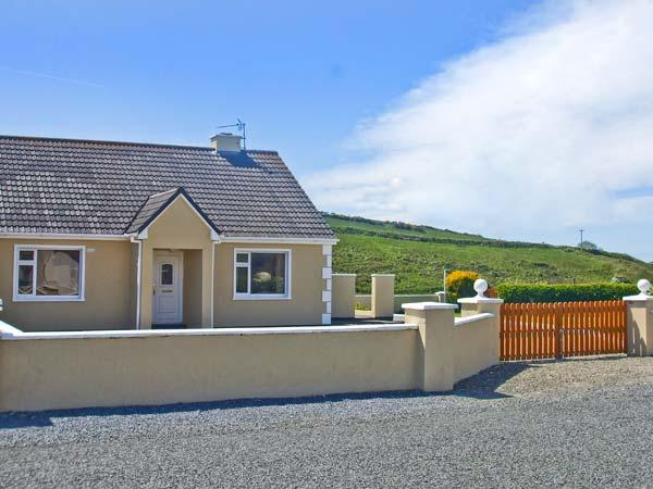 GLASHA MOR, open fire, en-suites, garden, coastal cottage in Doolin, Ref. 26622 - Image 1 - Doolin - rentals