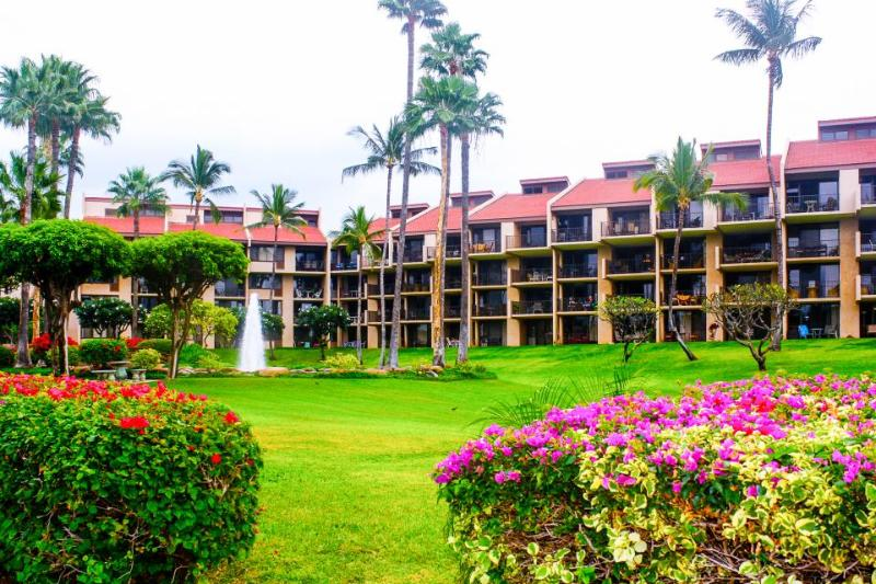 Bayfront condo with a private deck and access to a resort pool and hot tub! - Image 1 - Kihei - rentals