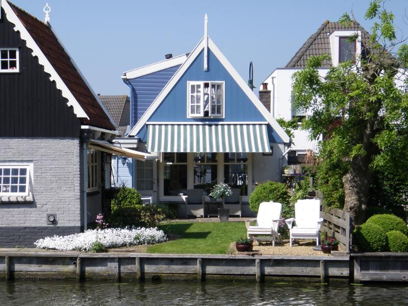 view from other site of the water - Idyllic house at the waterside of Edam - Edam - rentals