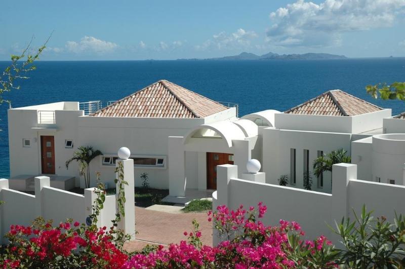 4 bedrooms, 5 Bathrooms, Oceanfront, Dawn Beach in St. Maarten - Villa Dawn - Luxury Villa in Exclusive Dawn Beach - Philipsburg - rentals