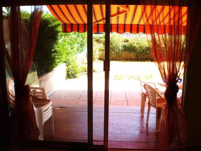 Terrace and electric awning - Appartement climatise jardin privatif Cagnes s Mer - Cagnes-sur-Mer - rentals
