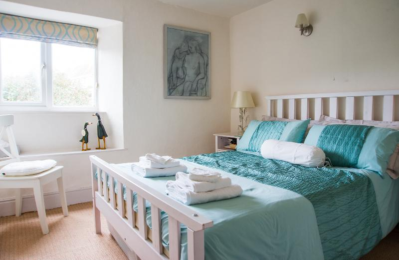 Master Bedroom - Pearl River Cottage, South Devon Holiday Let - Kingsbridge - rentals