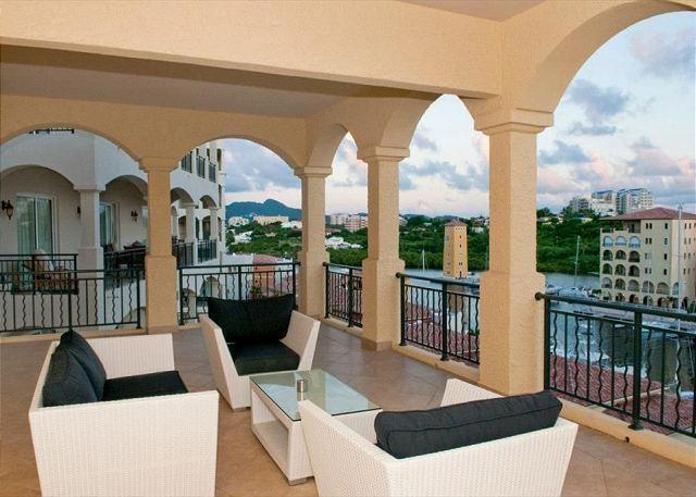 Oversized covered terrace - Luxury 2 bedroom residence in Porto Cupecoy | Island Properties - Saint Martin-Sint Maarten - rentals
