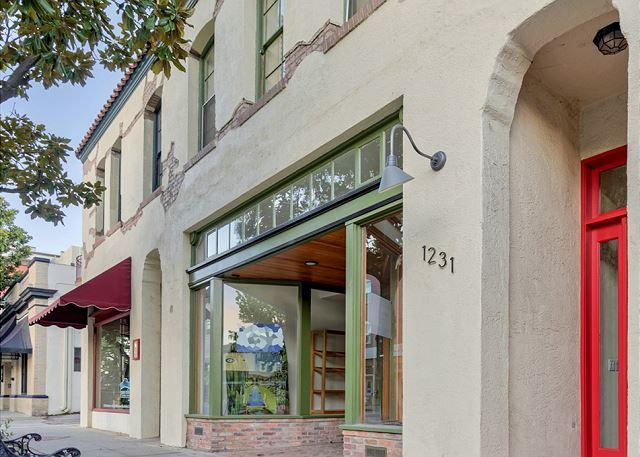 Front Entrance - Large Loft on Park Street in Center of Downtown Paso Robles - Paso Robles - rentals