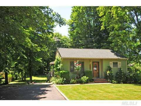Front of the house - Beach Cottage, Town Harbor Lane, FOUNDERS LANDING - Southold - rentals