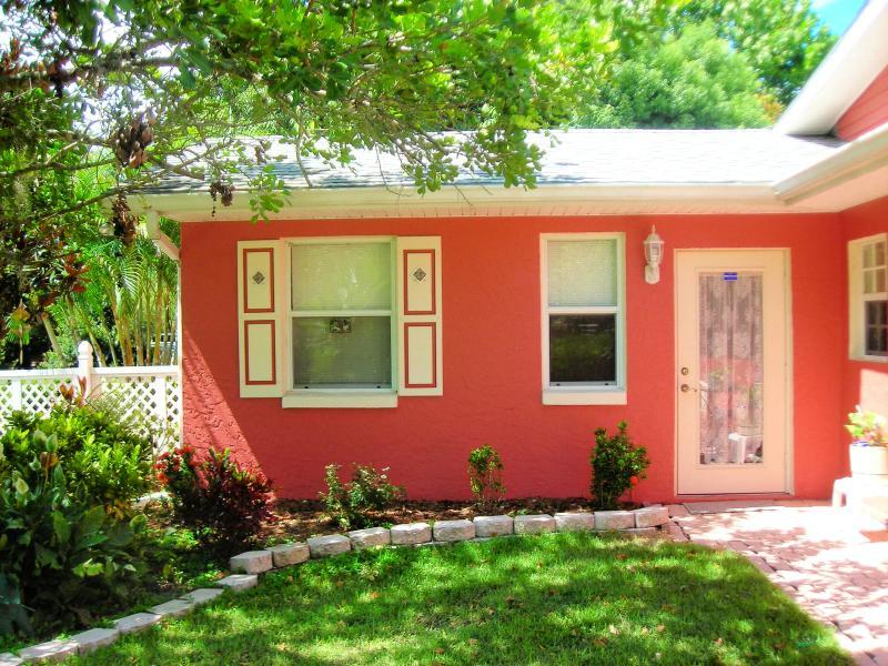 Front entrance - CBS POP INN  (Short term furnished rental) - Bradenton - rentals