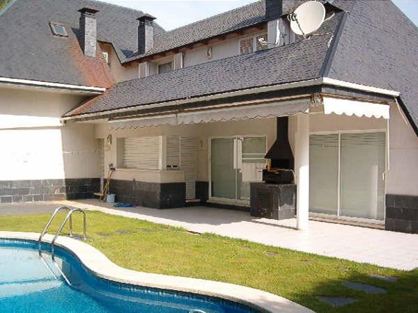 House with swinning pool 20 min beach Barcelona f - Image 1 - Corbera de Llobregat - rentals