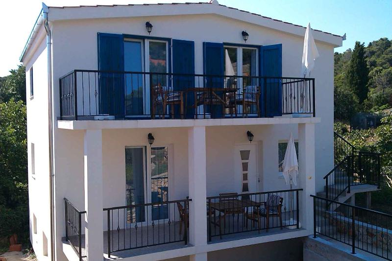TISNO, Murter - House with 2 Apartments, 8+2 pers. - Image 1 - Tisno - rentals