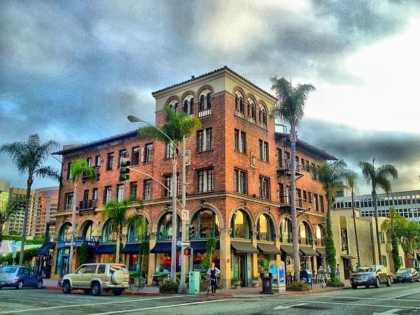 The Broadlind Historic Landmark build in 1930 in an italian renaissance arhitechture style - Cozy Downtown Long Beach Studio by Convention Cntr - Long Beach - rentals