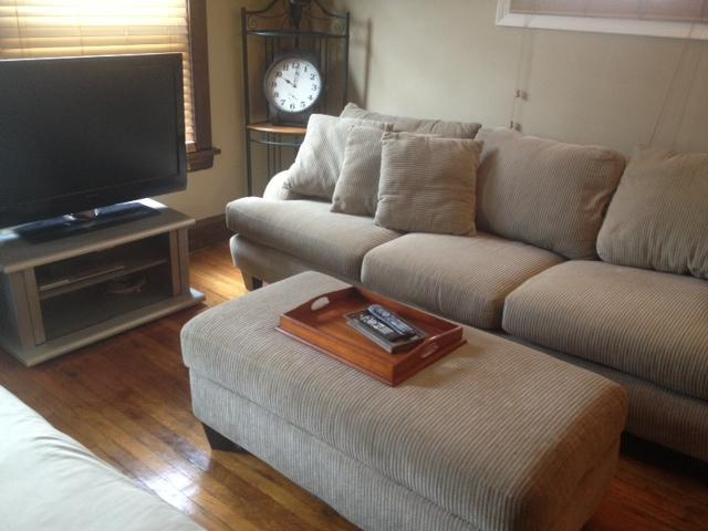 Very comfy furniture with a 40in LCD to go with it!! - CLEAN, UPDATED AND NEAR DOWNTOWN!! - Cleveland - rentals
