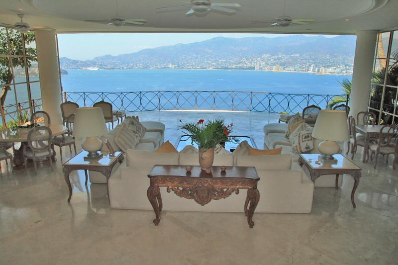 ACA -  BAL05  - A sumptuous getaway in the most sought after neighborhood of Acapulco - Image 1 - Acapulco - rentals