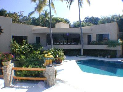 ACA -  PRIN5 Mexican influence design, lush tropical garden with a sunny pool in the center, experienced staff to pamper you from check - in to check - out - Image 1 - Acapulco - rentals