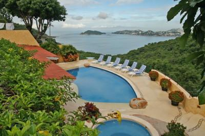 ACA -  LPMP5 Welcoming house with livability and splendid pool deck boasting a very particular angle of the bay. - Image 1 - Acapulco - rentals