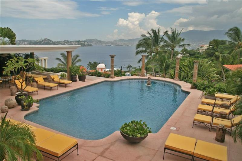 ACA - FDL7  - Great ocean and bay views combined with extraordinary service - Image 1 - Acapulco - rentals