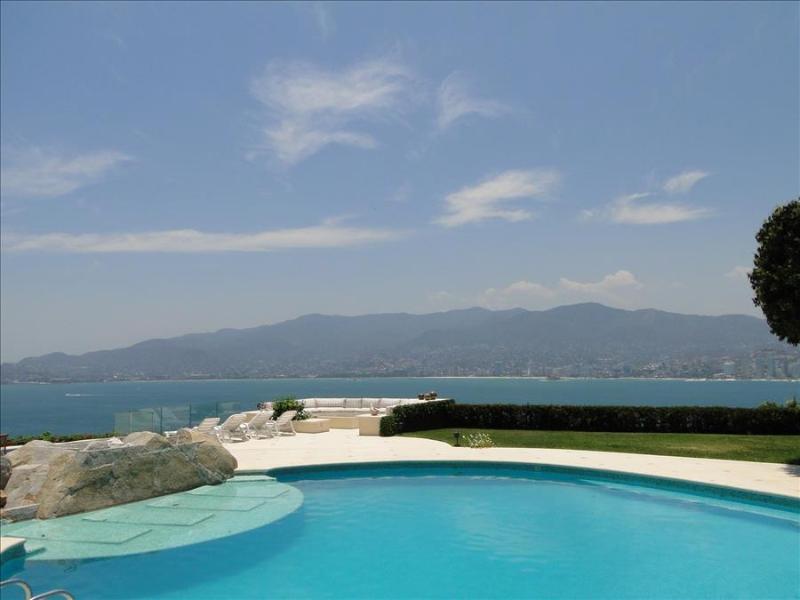 ACA - 2MAR7  Fantastic views, well appointed accommodations, excelent service - Image 1 - Acapulco - rentals