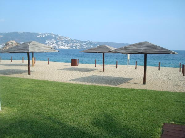ACA - CMARAZUL3 - Beachfront Condo in the Acapulco Bay close to entertainment, shops, restaurants & Beach. - Image 1 - Acapulco - rentals