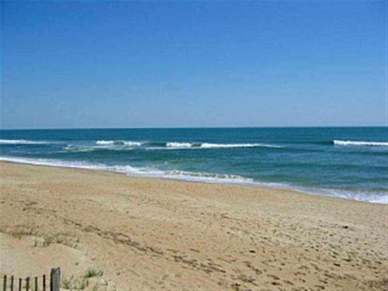 Beach - CHARMING OCEANSIDE 3 BEDROOM HOME Close to OCEAN - Southern Shores - rentals