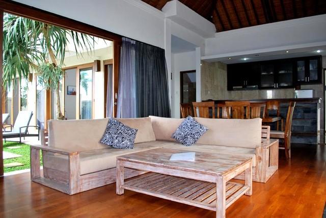 living - Beautifull 3 bedroom villa overlooking the Bali equestrian centre in Canggu - Canggu - rentals