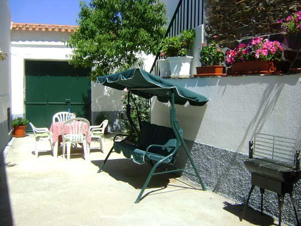 Pretty Courtyard - Traditional Cottage in Rural Portugal - Mouronho - rentals