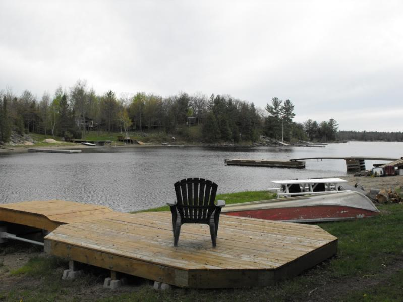 Deck and dock at waterfront - Nature at its best in Muskoka - Honey Harbour - rentals