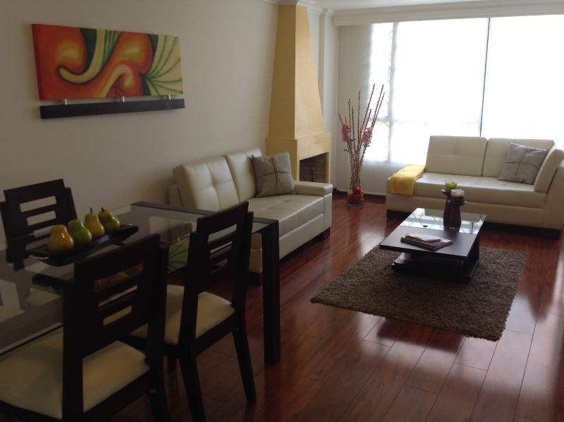 Pefect to relax together while enjoy a nice dinner or create memories together - Unicentro few steps Apartment. In La Carolina - Bogota - rentals