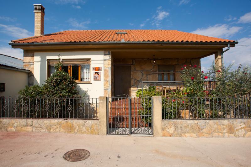 Holiday cottage in Salamanca - Image 1 - La Rinconada de la Sierra - rentals