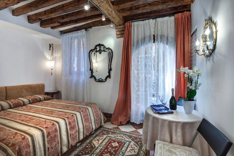 stylish apartment-style canal view - Image 1 - Venice - rentals