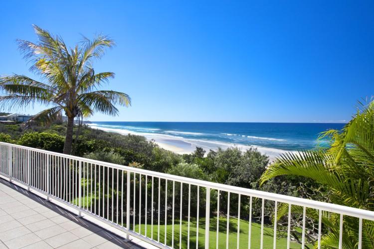 Private walking track to Sunrise beach - Image 1 - Sunrise Beach - rentals