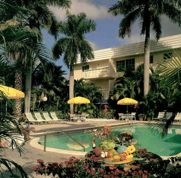 Pool Area - Walk to Beach, Shops and Restaurants - Fort Lauderdale - rentals