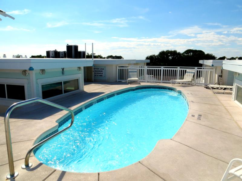 Rooftop pool - 6 Captains Watch - prices listed may not be accurate - Tybee Island - rentals