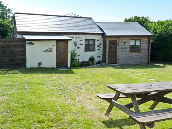 CONTENTION BARN, romantic retreat, pet-friendly, next to pub in Penhallow Ref. 20090 - Image 1 - Penhallow - rentals