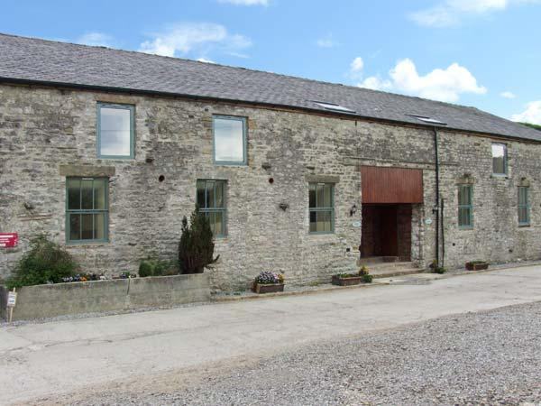 MEADOW VIEW, character barn conversion, country views, en-suites, shared grounds, Cowdale, Buxton Ref. 24391 - Image 1 - Buxton - rentals