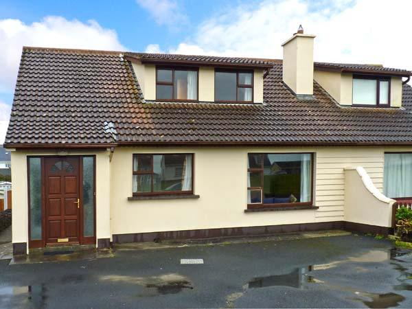 SEA PARK COTTAGE, pet-friendly, solid fuel stove, seaside cottage, in Lahinch, Ref. 25249 - Image 1 - Lahinch - rentals
