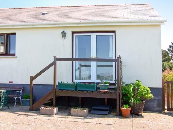 WATER'S EDGE cosy cottage, next to estuary, all ground floor - Image 1 - Pembroke - rentals