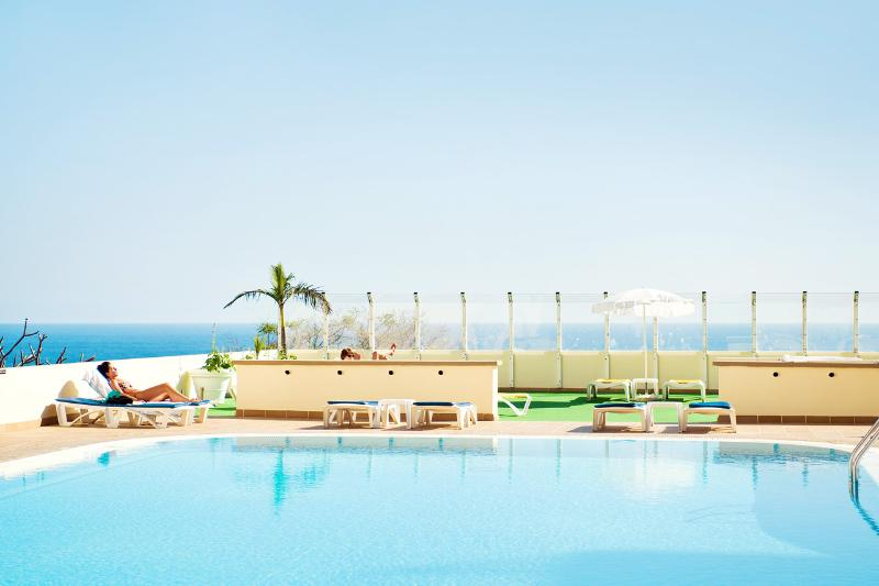 Swimming pool and sun beds - CHELSEA OCEAN VIEW  AND CONFORT in LIDO - Funchal - rentals